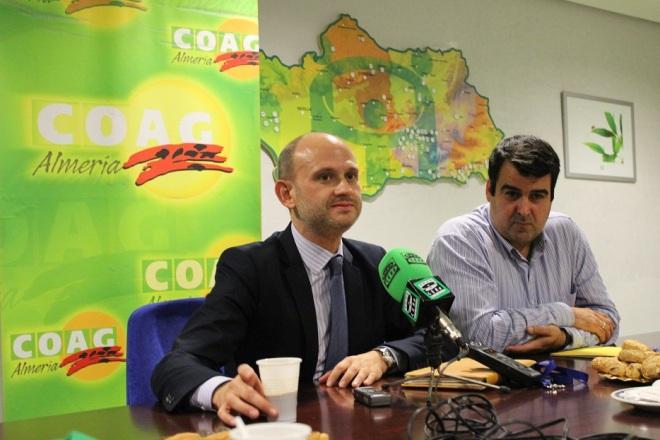 Cafc3a9-con-periodistas