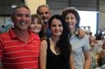 Isabel con familias de agricultores